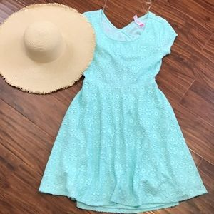 Dresses & Skirts - 🌴3 for $12 Beautiful lace dress❤️gorgeous back